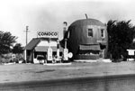 Link to Image Titled: Red Apple Grocery and Conoco Station